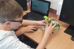 programiranje-robota-dinosaurusa